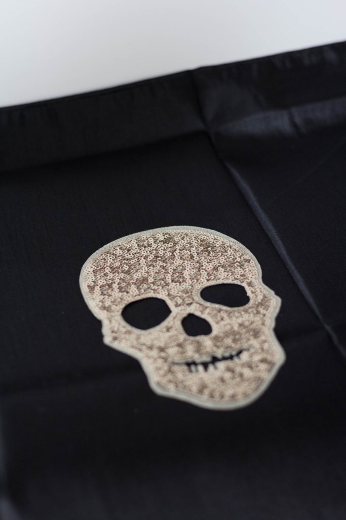 glam-diy-halloween-throw-pillow-irisnacole-com-instructions