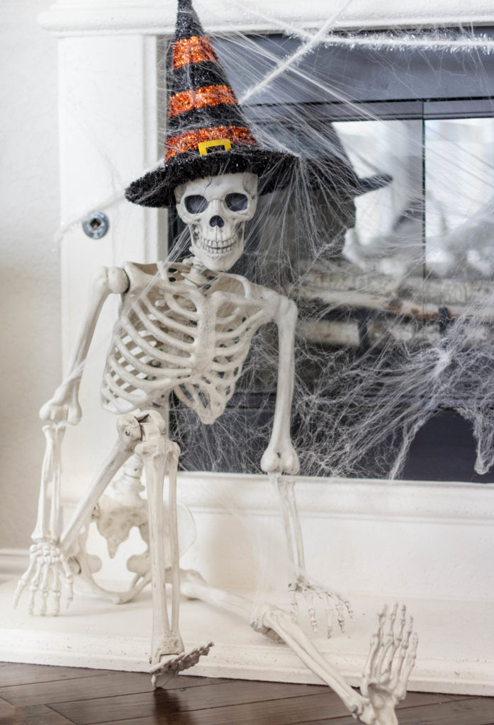 halloween-decor-home-tour-irisnacole-com-skeleton