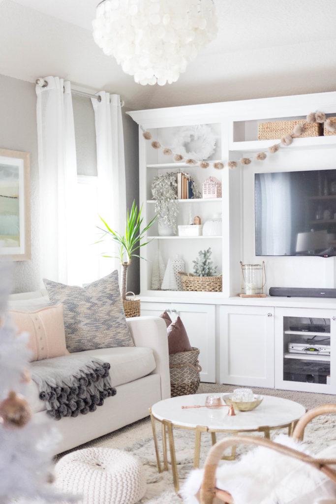 iris-nacole-holiday-home-tour-family-room-3