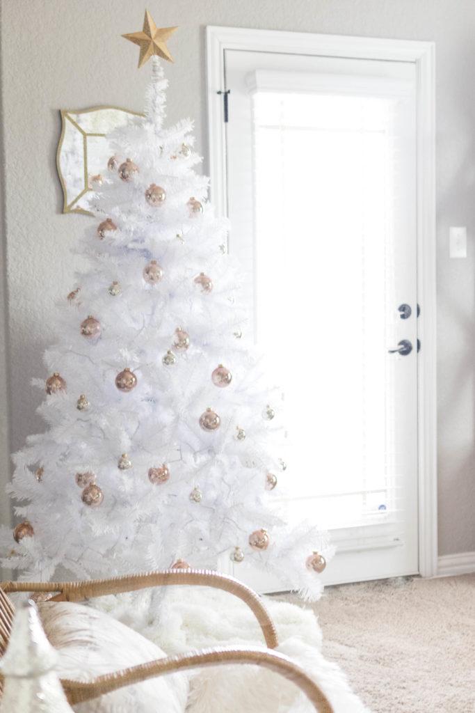 iris-nacole-holiday-home-tour-family-room