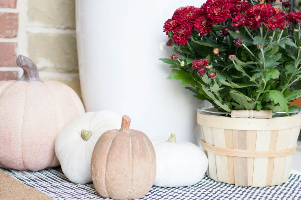 Simple fall porch decorating ideas by IrisNacole.com