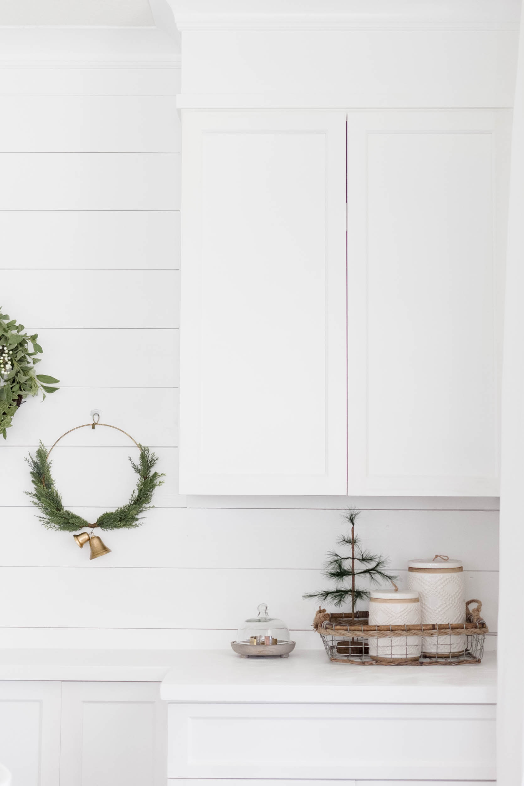 Holiday Decorating-Dining Room Decorating Ideas with IrisNacole.com