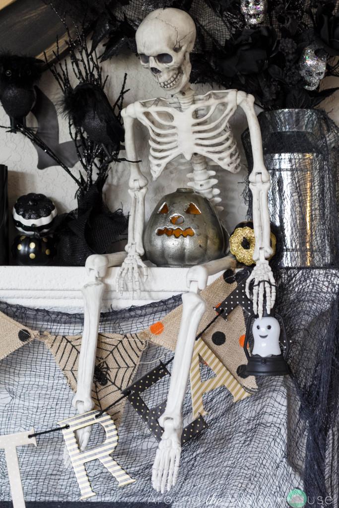 Halloween-Mantel-Decorations