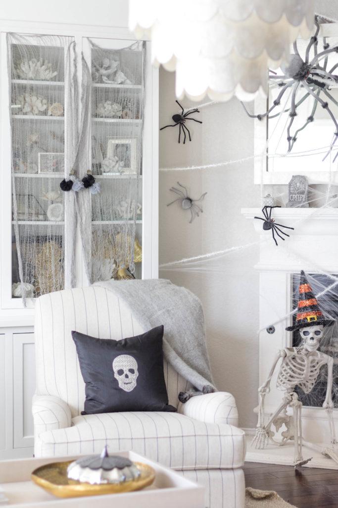 halloween-decor-home-tour-irisnacole-com-DIY-Pillow