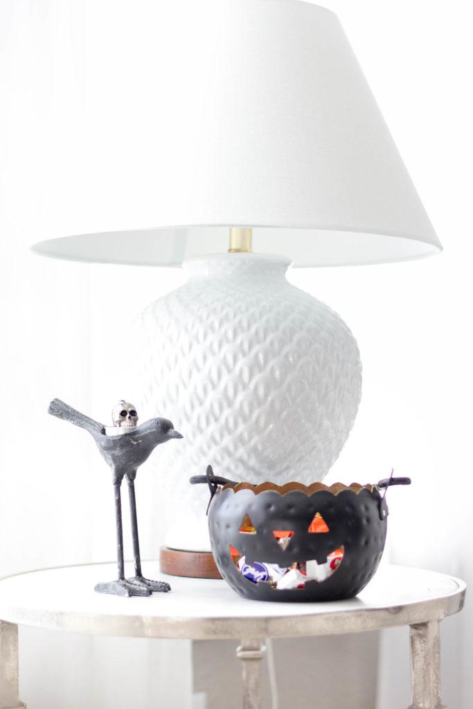 halloween-decor-home-tour-irisnacole-com-treats