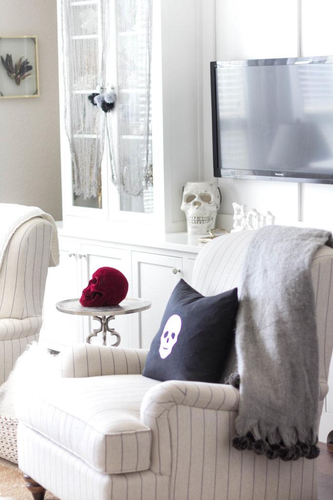halloween-decor-home-tour-irisnacole-com-living-room-decorate