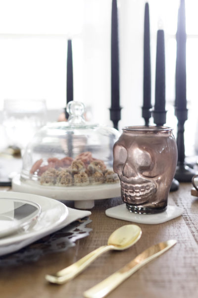 Simple Halloween Dining-A Tablescape Idea