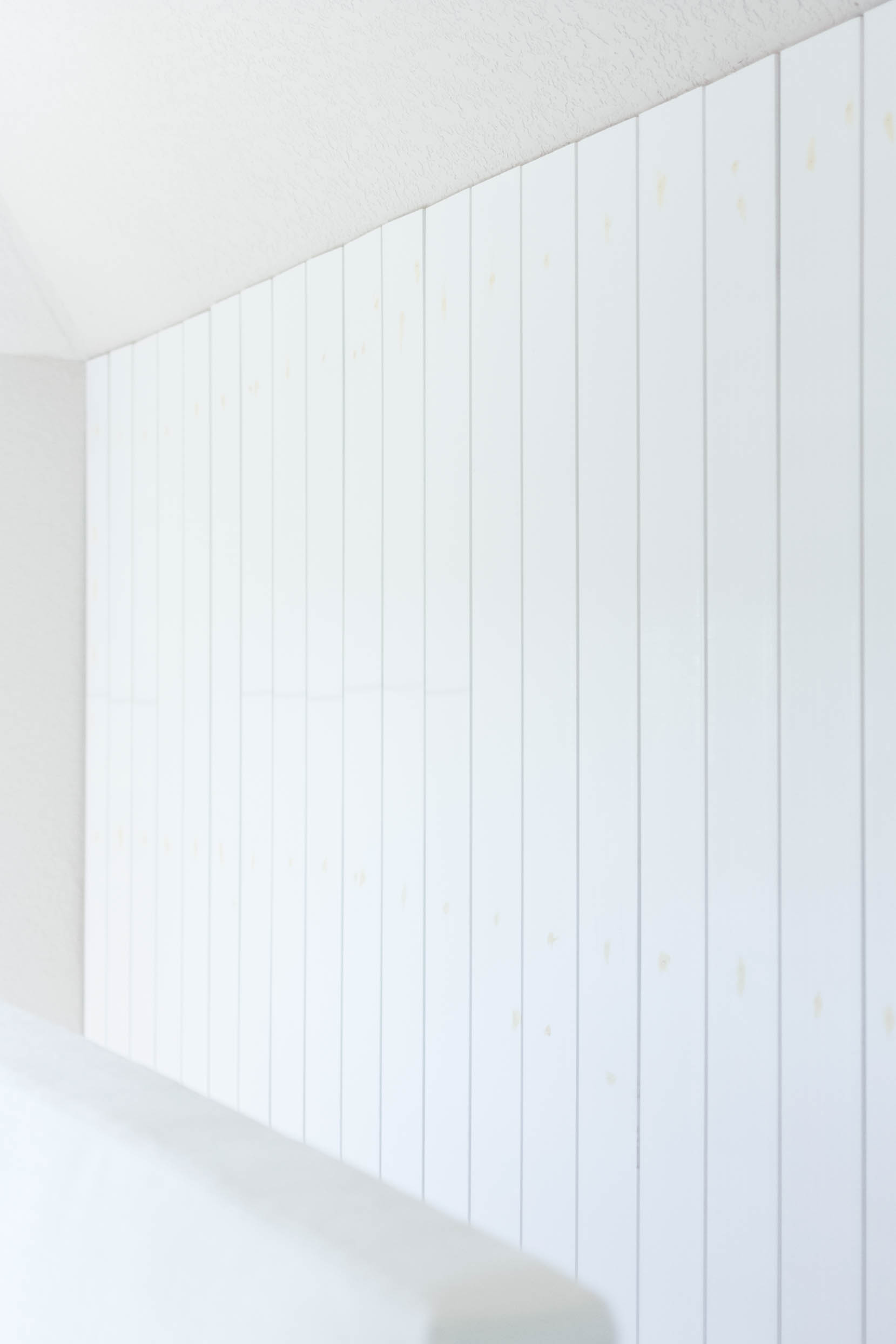 Perfect Vertical Shiplap Bedroom With